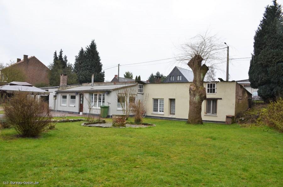 Bureau godin vaste parcelle de 3880m avec 2 habitations for Appartement ou maison a louer hainaut