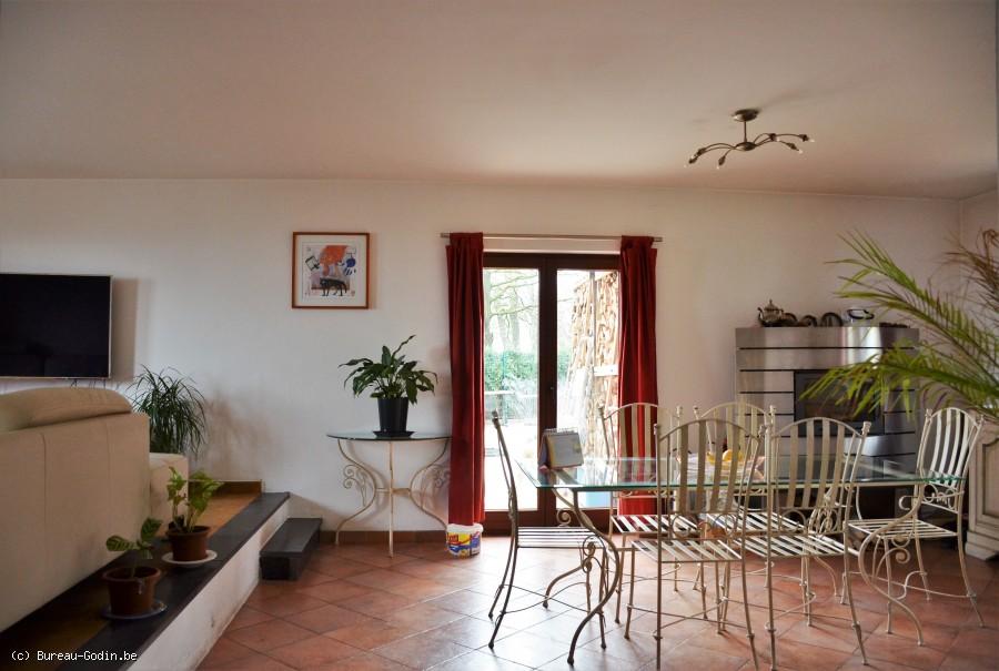 Bureau godin villa façades située dans un environnement