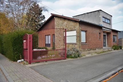 Bureau godin grande maison façades avec terrasse et jardin à