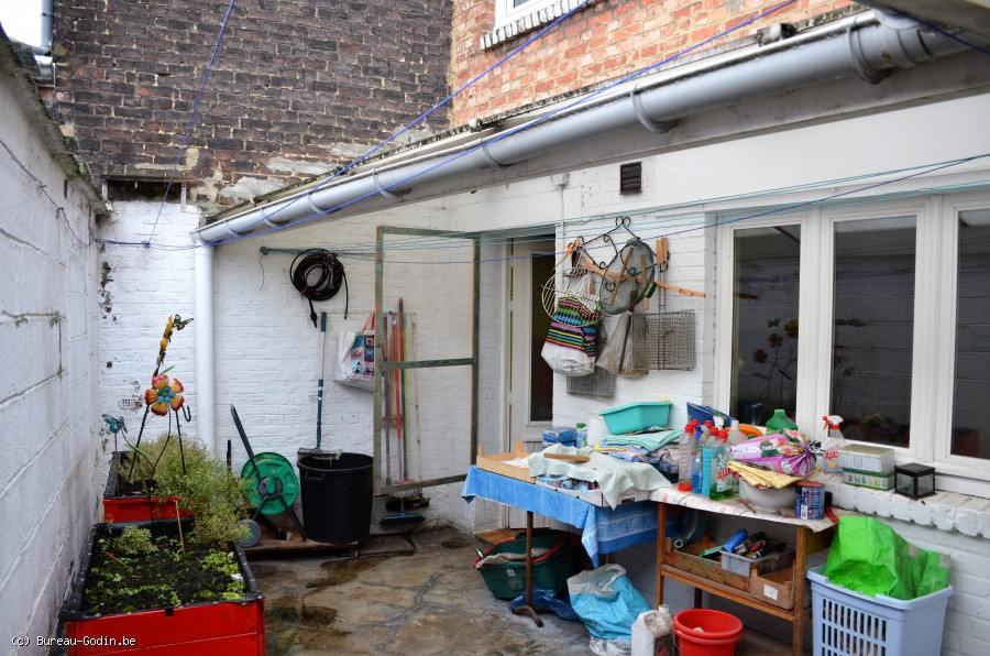 Bureau godin maison chambres avec cour et garage à montignies