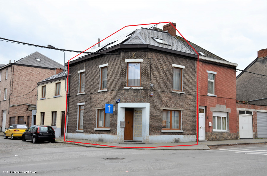 Bureau godin spacieuse maison familiale avec grande cour à charleroi
